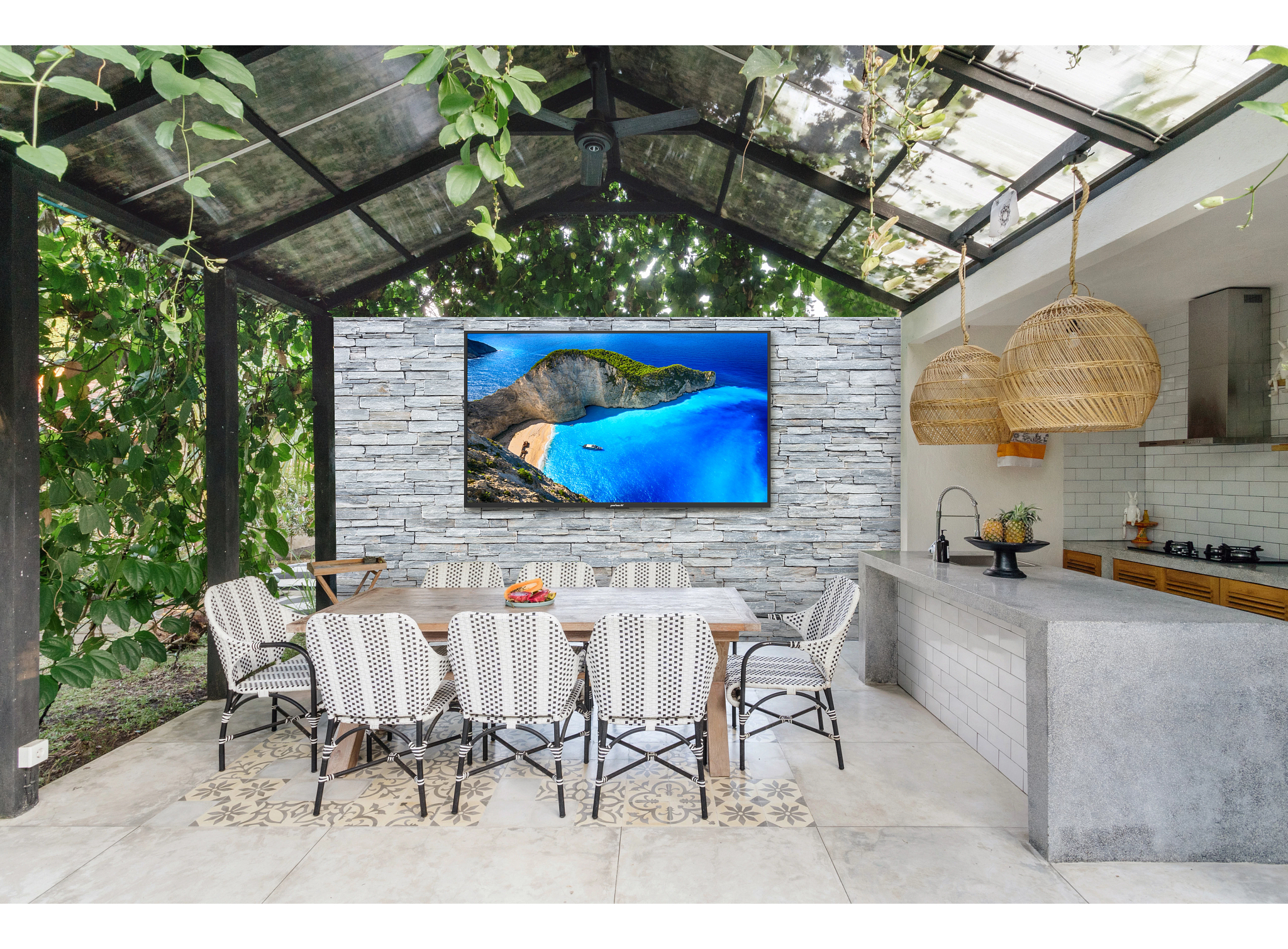 Neptune Shade Series Outdoor TVs Application Image 2-3